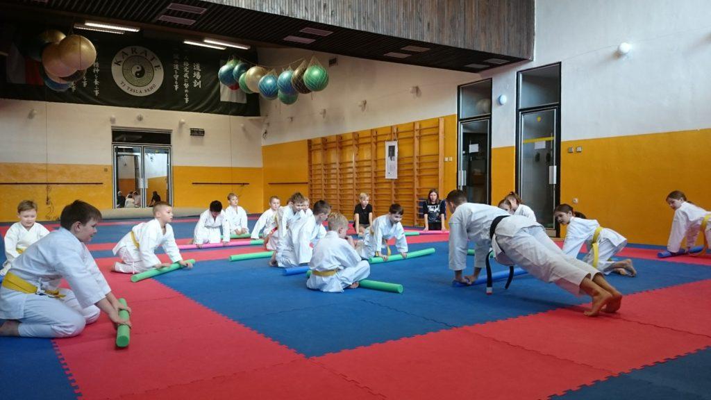 Trénink karate začátečníků v Brně v TJ Tesla